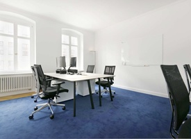 Room: Sunny office space for shared use in prime location for rent