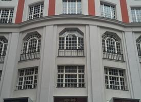 Separate Room (3-4 desks) in Shared Office // Eigener Büroraum (3-4 Personen) zur Untermiete