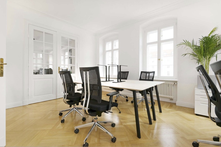 Sunny office space for shared use in prime location for rent