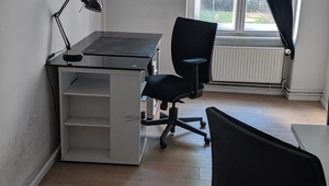 OFFICE ROOM for up to two people. Only 200m to Rosenthaler Platz.