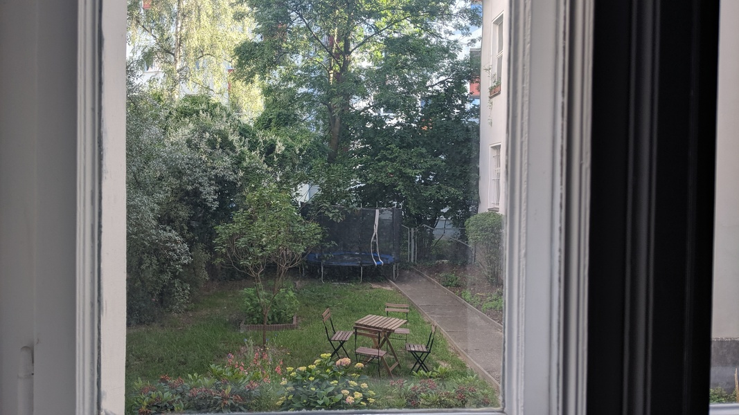 OFFICE ROOM in Mitte for up to two people. Only 200m to Rosenthaler Platz.