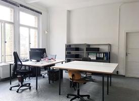 Desk / Schreibtisch