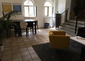 10 möblierte Arbeitsplätze in eigenem Büroraum in Prenzlauer Berg, 160€ pro Tisch