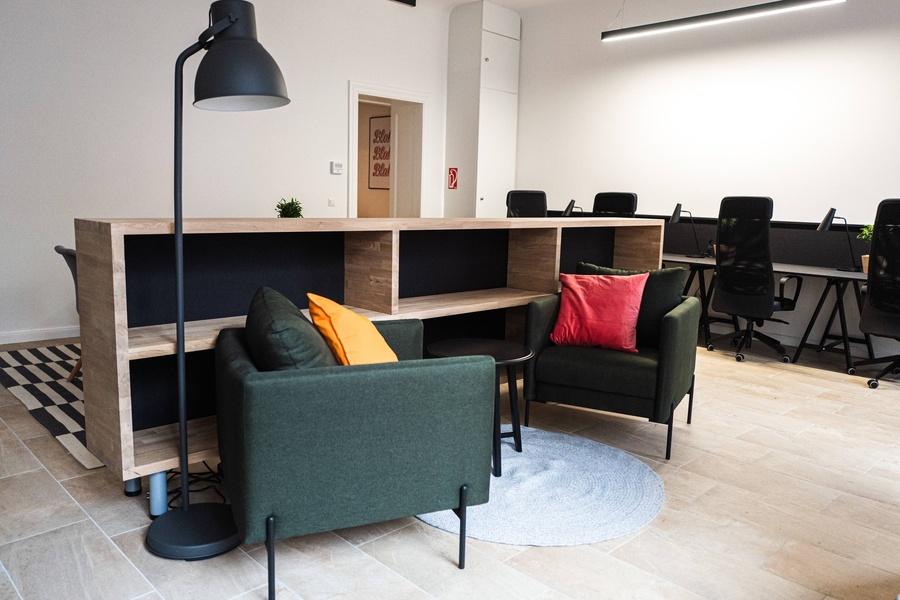 Möbliertes Büro für 12-14 Mitarbeiter neben S-Bahn Schönhauser Allee