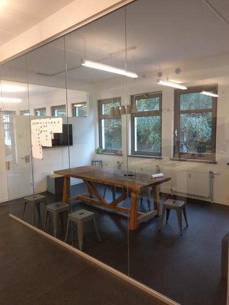 Desks in bright & hip Neukölln office