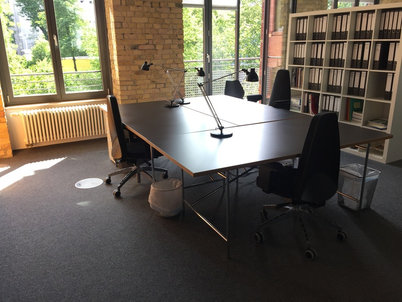 1-4 desks in precious Potsdamer Platz area, 3min by foot (price for 1 desk shown)