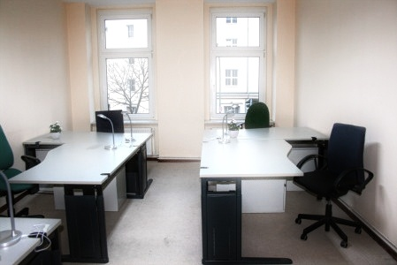 Room with 5 desks and Meeting room. Mitte