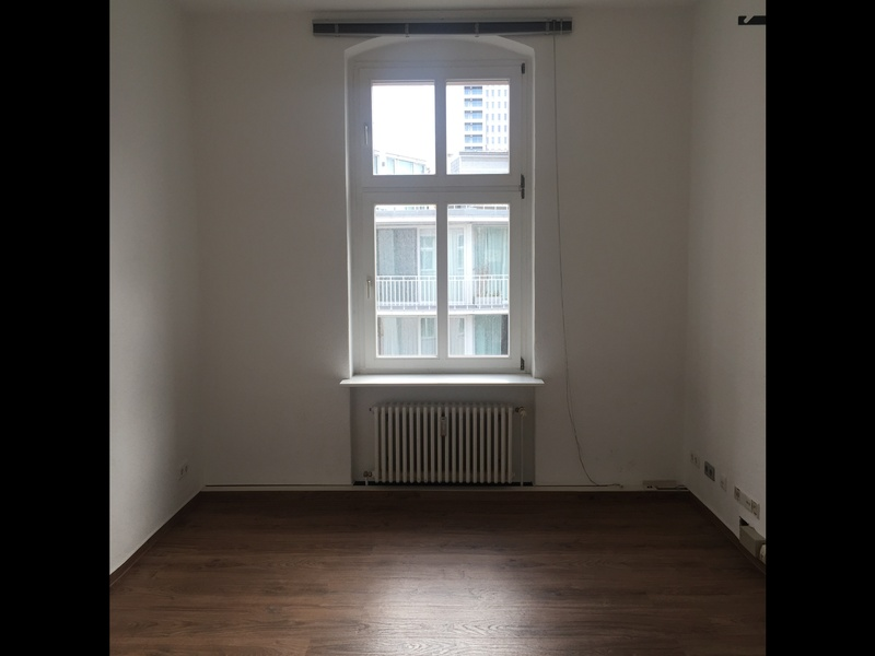 4 Rooms in a 207 qm office with 85 qm for rent [ROOMS WITH 18,7 / 17,6 / 12,4 / 36,2]