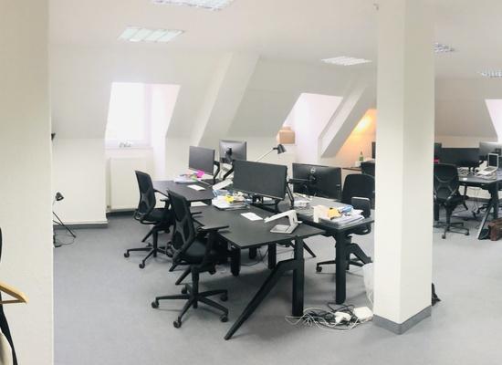 Büroraum (53 qm) zur Untermiete frei, direkt am Volkspark F-Hain