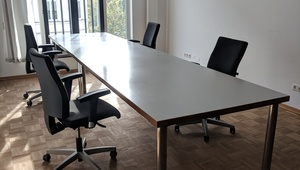 Büroraum / Desks / private office / conference room