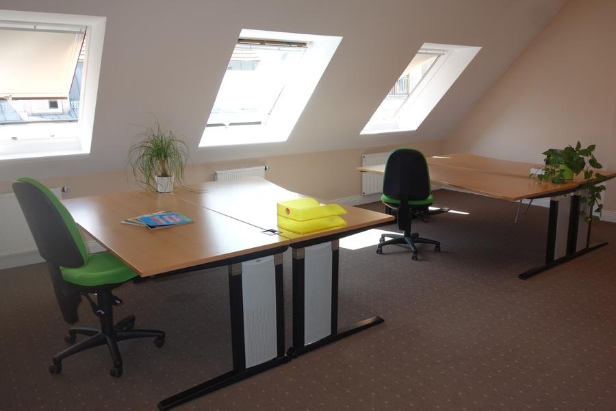 Desks in bright and friendly office, S+U Friedrichstraße