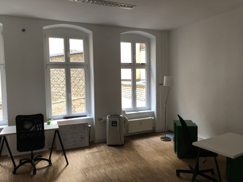 Office at Rosenthaler Platz, high ceilings, wooden floor, furnished (separate room)