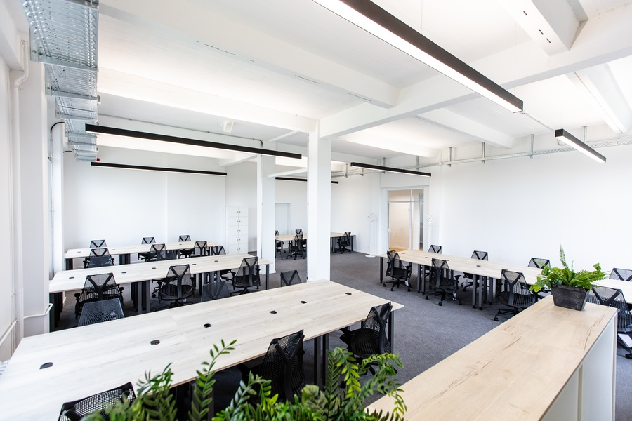*Move in, sit down, get started!* - your new office with serviced-office-concept