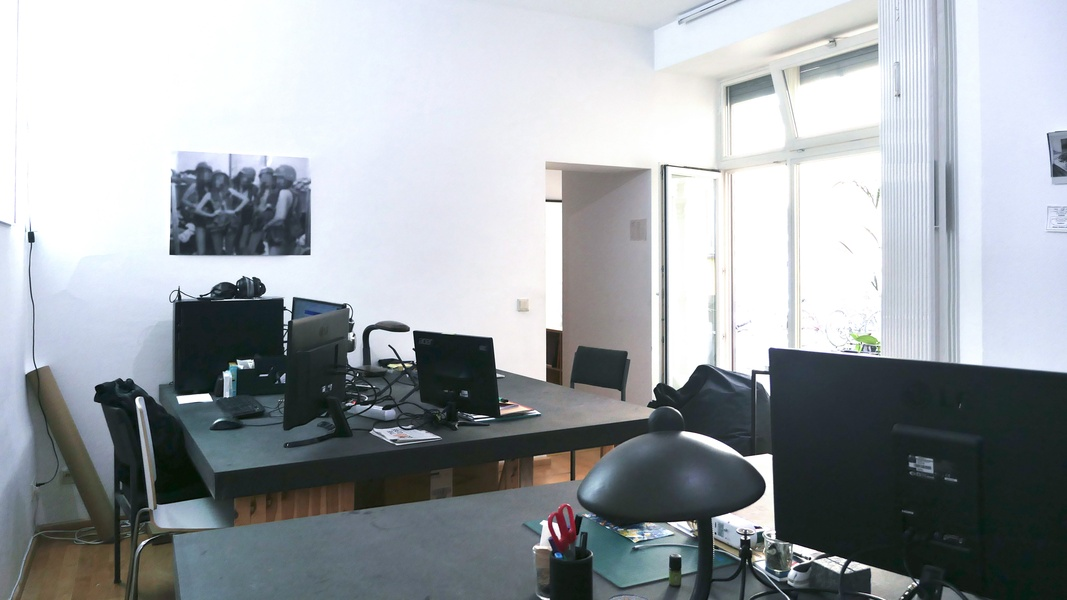 Big Desk in nice shared office in Central Mitte