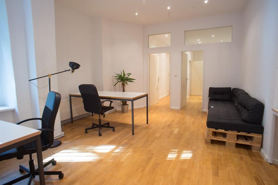 Room for 4 - 8 people, near S Schönhauser Allee