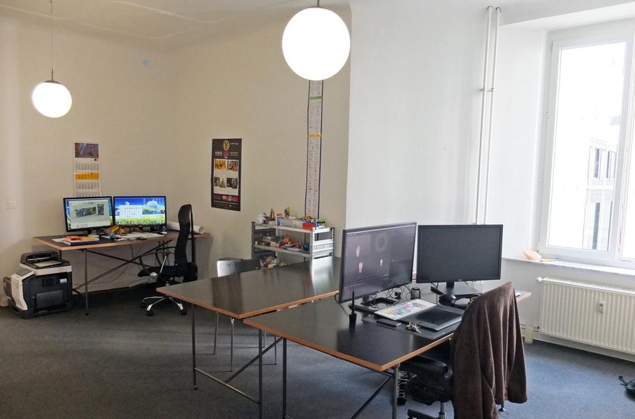 Prenzlauer Berg / zwei ruhige Arbeitsplätze in großem Büroraum