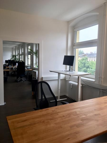 Arbeitsplatz in unserem schönen Büro in Kreuzberg