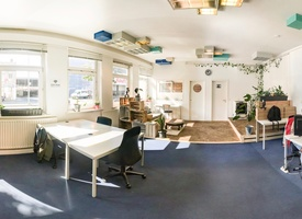 10 dedicated desks available in open space office