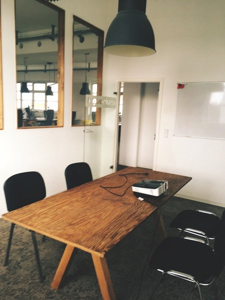 Shared office - 4 desks in Kreuzberg office close to Schlesisches Tor