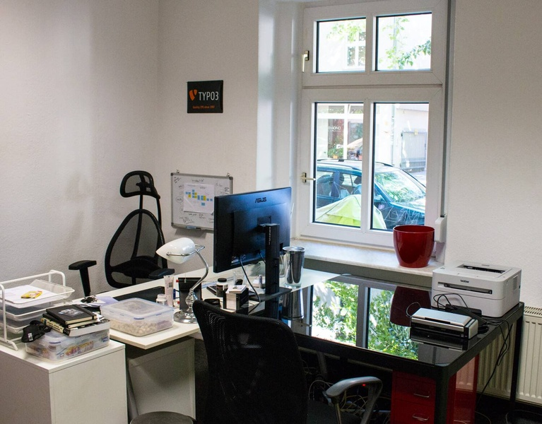 Beautiful Co-Working Desk in Berlin Weißensee For Rent