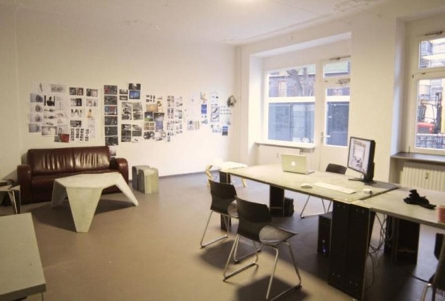 DESK: Schreibtisch-Arbeitsplatz in Berlin-Wedding