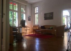 Bürogemeinschaft mit einzelnen Arbeitsplätzen oder ganzen Räumen