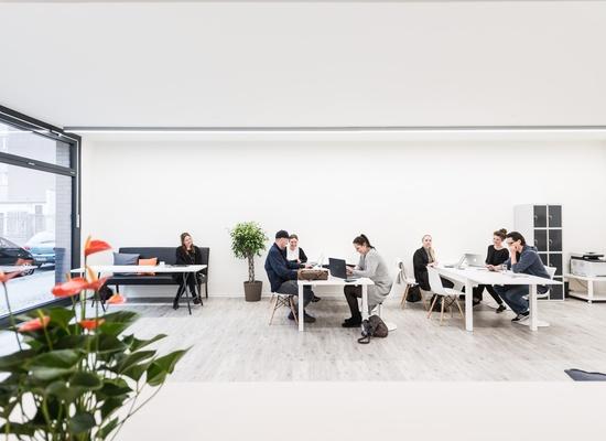 Friendly and beautiful  Coworking Space at Hauptbahnhof/ Schwartzkopffstraße in Mitte