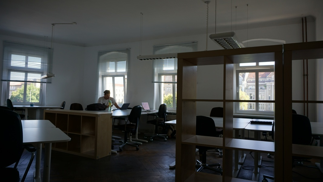 Desks available on the Maybachufer
