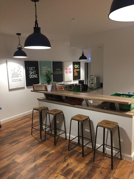ROOM: Spacious room in beautiful & modern office