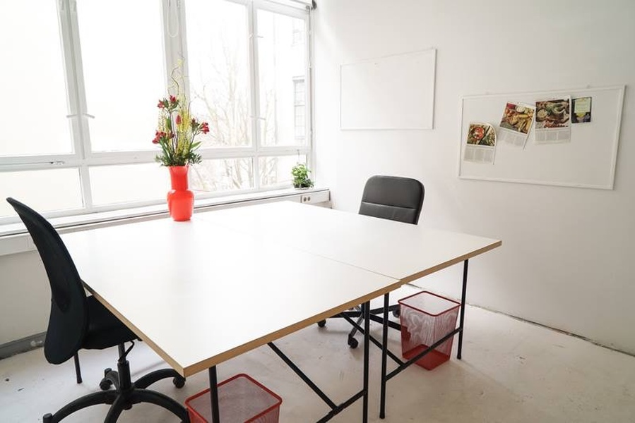 Co-Working desks in luminous office in best part of Kreuzberg