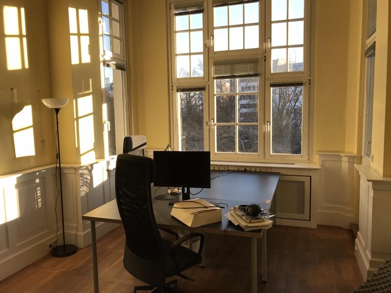 Wonderful office in old building in Prenzlauer Berg (next to Senefelderplatz U-Bahn Station)