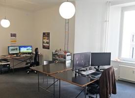 Prenzlauer Berg / zwei  Arbeitsplätze in großem Büroraum