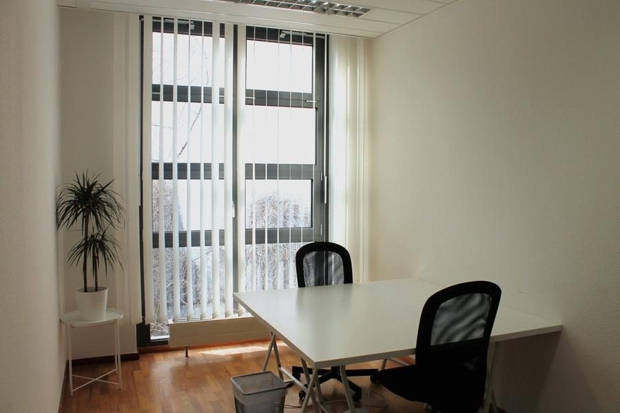 4-7 all incl. desks in 2-3 separate rooms at Hackescher Markt