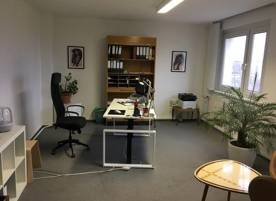 Friedrichshain/Ostkreuz - möbiliertes 84qm Büro mit 6 kleinen Räumen (ideal für telefonintensive Geschäftsmodelle)