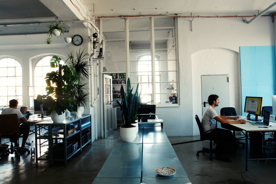 One to five work places available at Aquabutze coworking space!