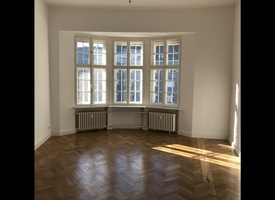 2 light-flooded rooms, ideal for young start-ups