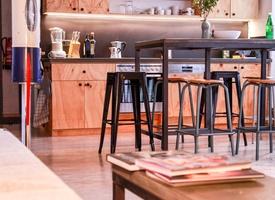 Desks in creative shared office available / Tische frei in kreativer Bürogemeinschaft
