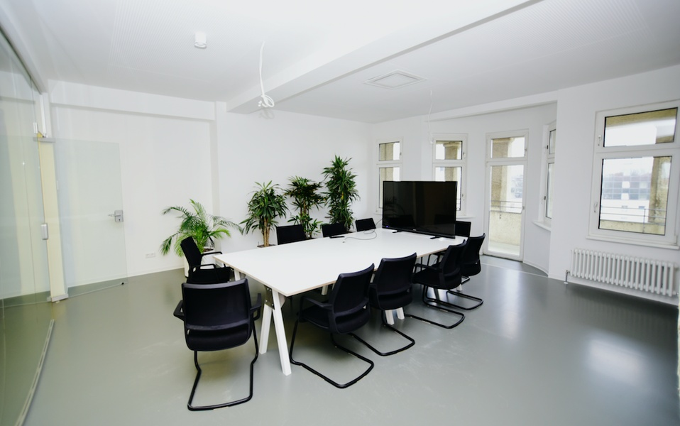 Bright and Cosy Office Space on top floor Building