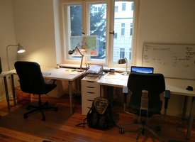 Room with 2 desks in shared office, furnished, incl fast internet, close to Zoo