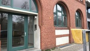 SUNNY In Landmark Building