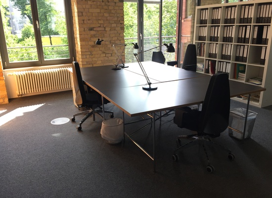 1-4 desks in precious Potsdamer Platz area, 3min by foot (price for 1 desk shown)