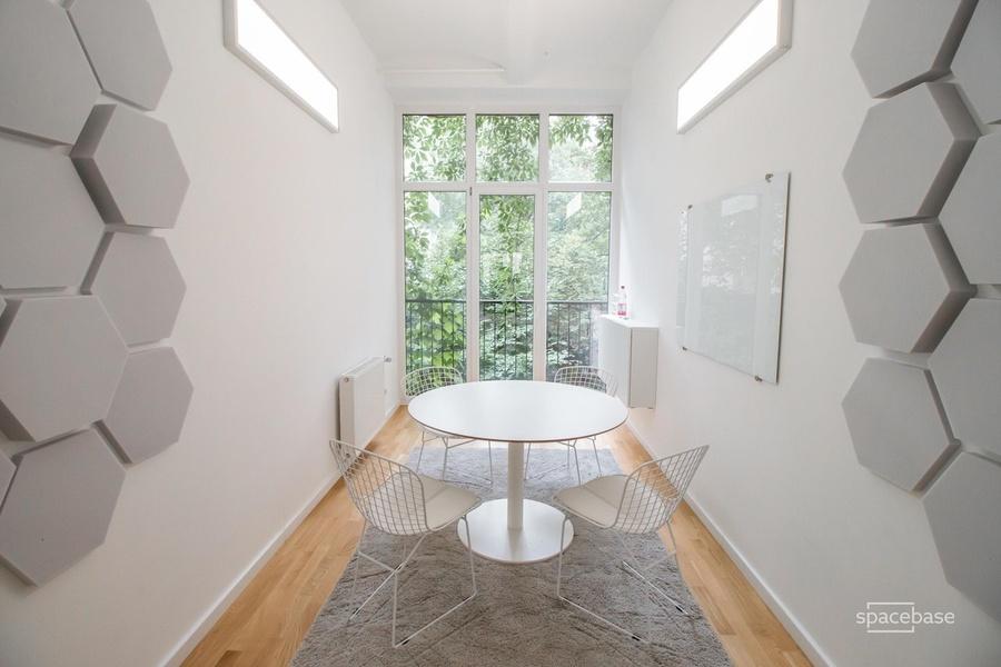 Desk @ Spacebase Headquarter