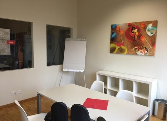 Heller Büroraum für 2 Arbeitsplätzen am Treptower Park zu vermieten