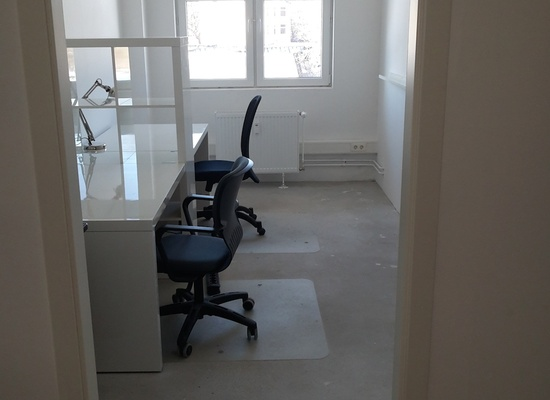 DESK / ROOM IN CREATIVE ENVIRONMENT IN NEUKÖLLN FOR RENT