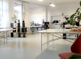 Fixdesk in bright and quiet coworking space