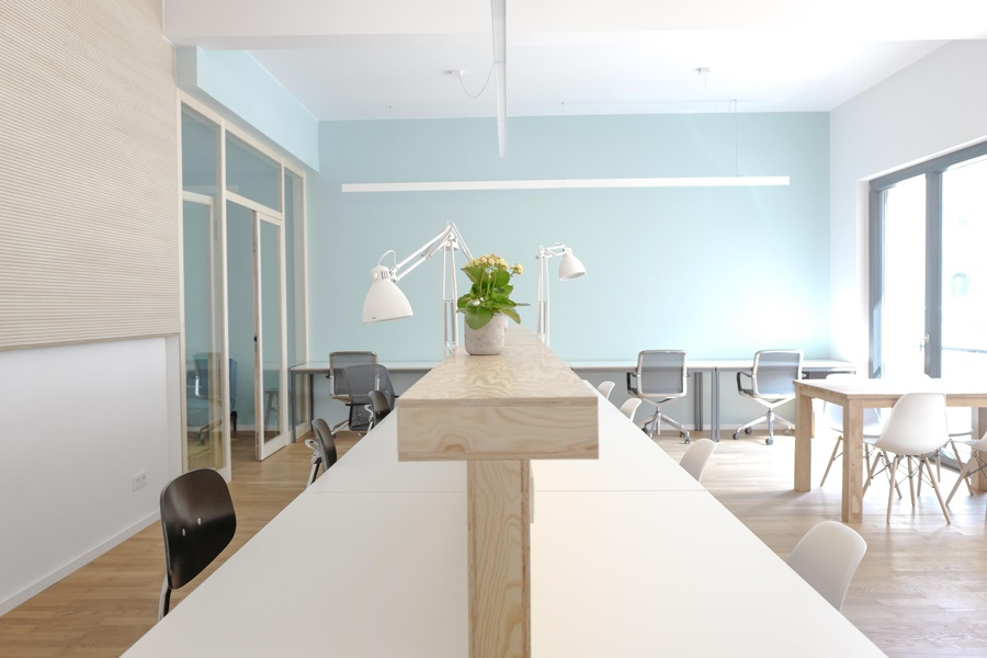 Entire ground floor in front of Mauerpark: flexible, fully furnished office with private terrace