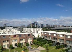 Nette Bürogemeinschaft bietet Arbeitsplatz mit Panoramablick