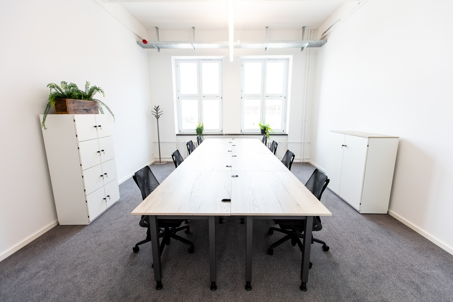 ++Spacious office with all amenities of working in a temporary environment++